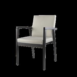 De 5065 is een stoel met een houten frame, open zijkant en een gestoffeerde rug en zitting.