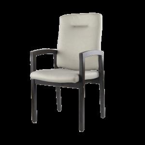 De 6565 is een stoel met een beukenhouten frame en een gestoffeerde rug en zitting.